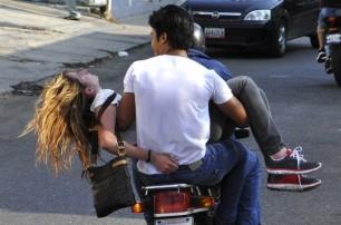 Trasladando a una joven herida